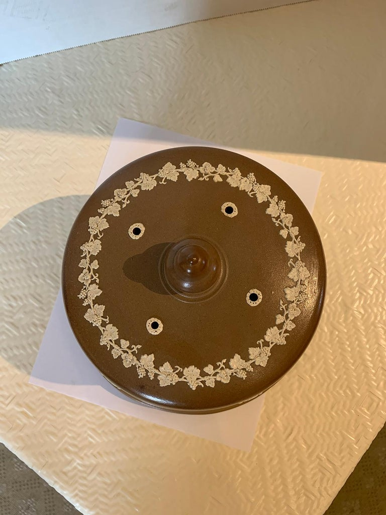 English Jasperware Cheese Dome by Dudson Stilton, Style of Wedgwood, circa 1860 In Good Condition For Sale In Atlanta, GA