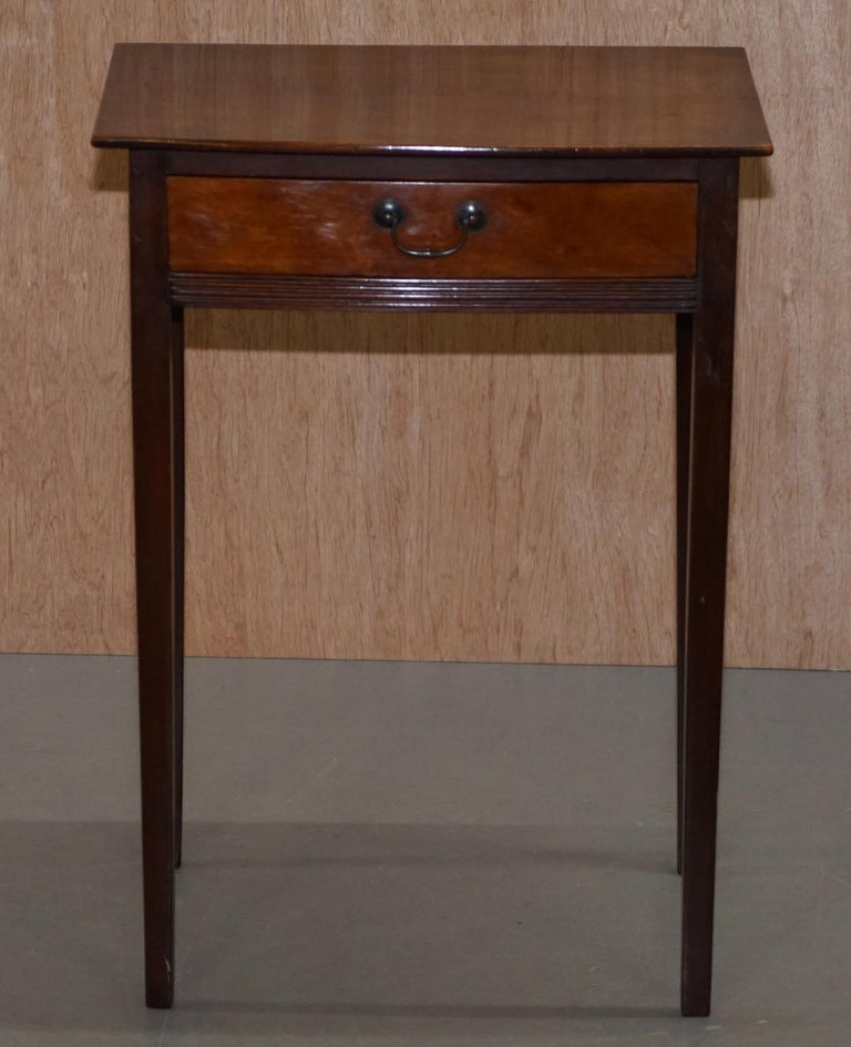 We are delighted to offer for sale this lovely original Victorian mahogany lamp side end table with single drawer