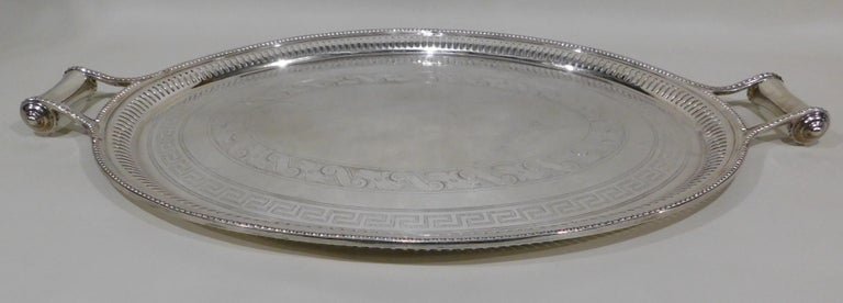 Large Vintage Oval English Silver Plated Serving Tray with Handles, circa 1890 For Sale 1
