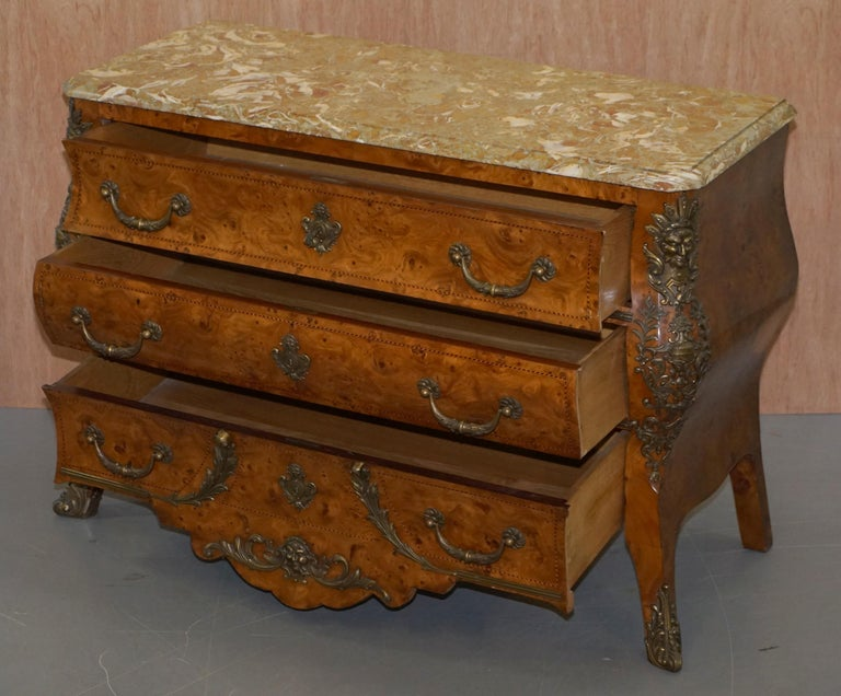 French Burr Walnut Bronze Fittings Marble-Top Bombe Chest of Drawers, circa 1900 For Sale 12