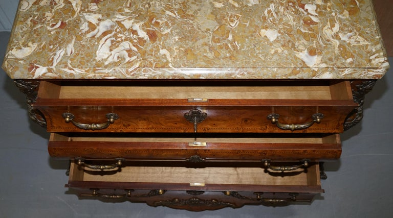 French Burr Walnut Bronze Fittings Marble-Top Bombe Chest of Drawers, circa 1900 For Sale 13