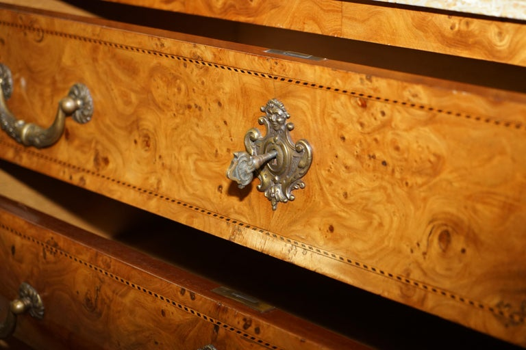 French Burr Walnut Bronze Fittings Marble-Top Bombe Chest of Drawers, circa 1900 For Sale 14