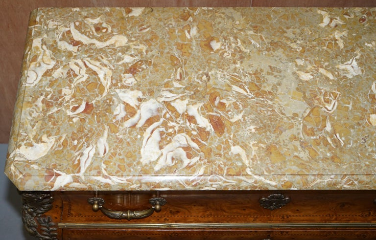 French Burr Walnut Bronze Fittings Marble-Top Bombe Chest of Drawers, circa 1900 In Good Condition For Sale In London, GB