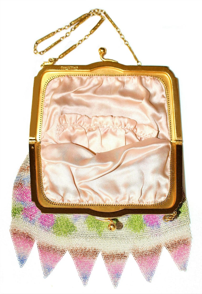 Circa 1920s Whiting & Davis Dresden Mesh Purse  In Good Condition For Sale In Long Beach, CA