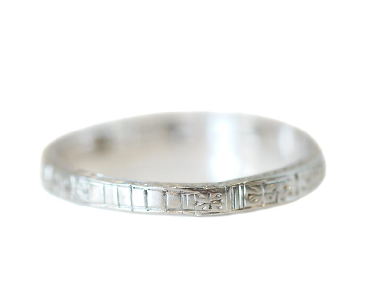 Art Deco Diamond and Sapphire Engraved 18 Karat Gold Vintage Band, circa 1930s In Good Condition For Sale In Addison, TX