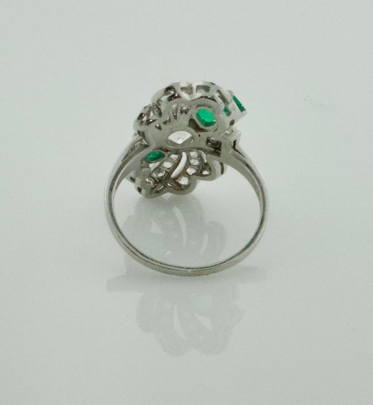 Diamond and Emerald Ring in Platinum, circa 1930s In Good Condition For Sale In Wailea, HI