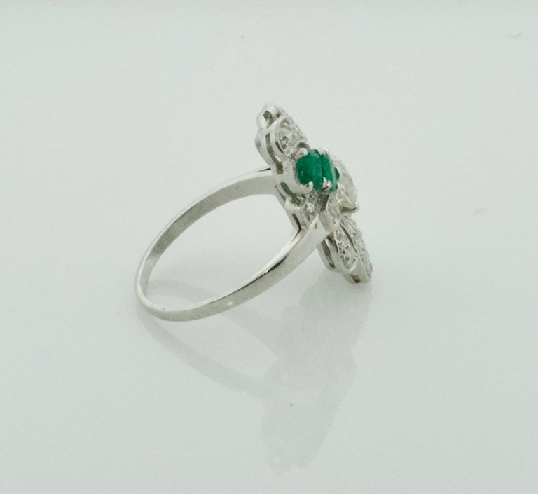 Diamond and Emerald Ring in Platinum, circa 1930s For Sale 1
