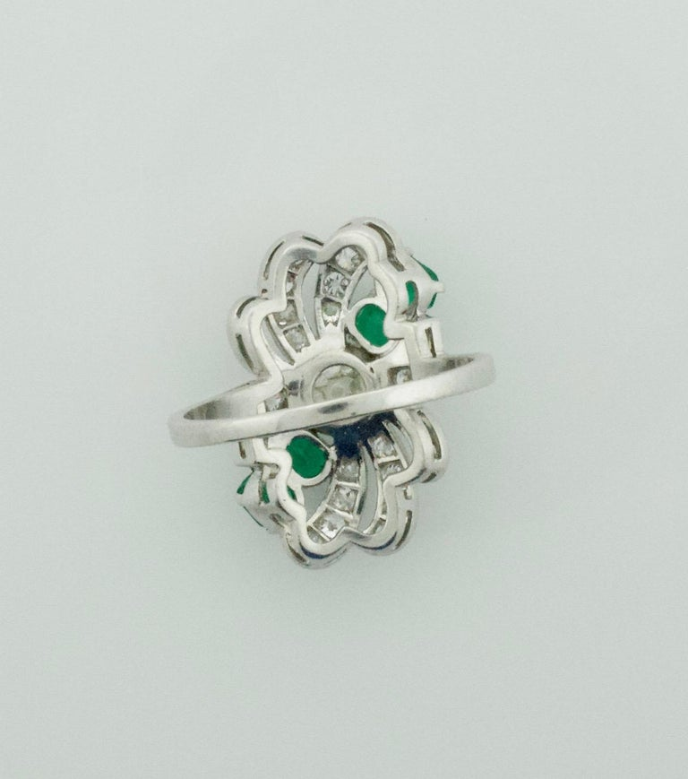 Diamond and Emerald Ring in Platinum, circa 1930s For Sale 2