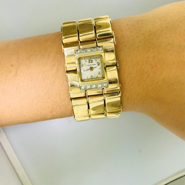 Round Cut .65 Carat Diamond Ladies Vintage Dress Watch 14 Karat Yellow Gold, circa 1950 For Sale