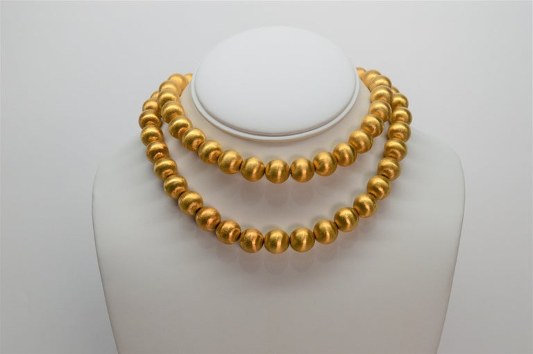 Brushed 18 Karat Gold Bead Necklace and Earring Set, circa 1950s For Sale 1