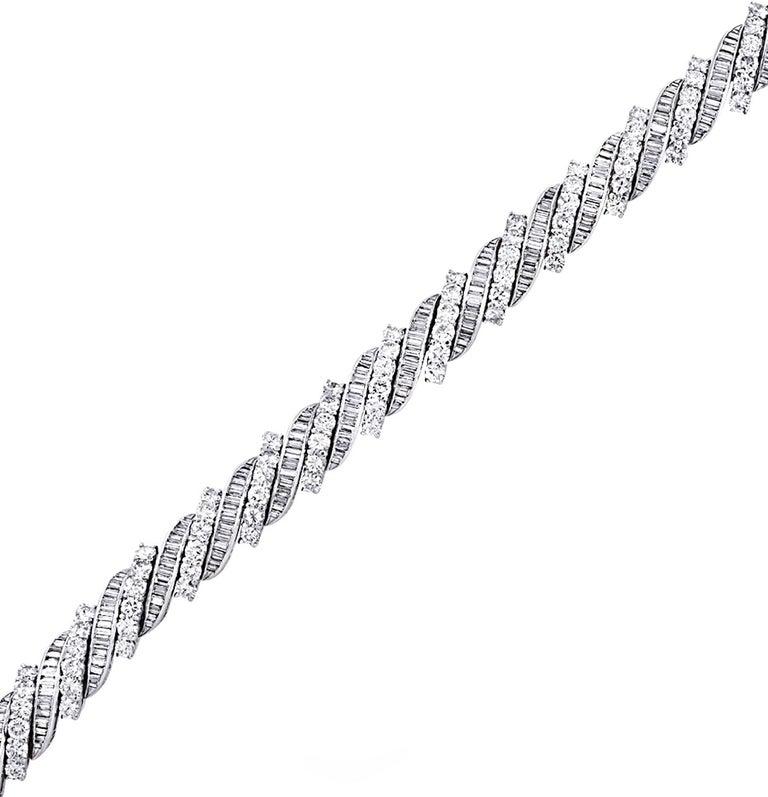 13 Carat Diamond Bracelet, circa 1960s In Good Condition For Sale In Miami, FL