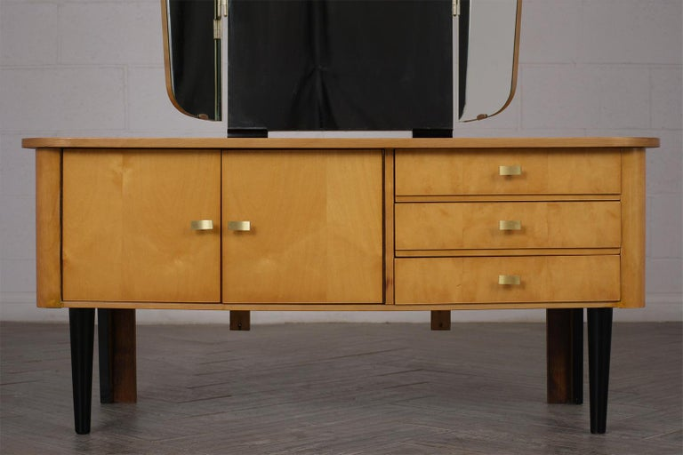 Modern Lacquered Finish Dressing Table, circa 1960s For Sale 4