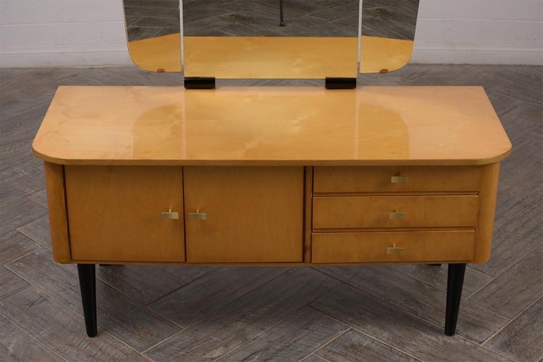 Modern Lacquered Finish Dressing Table, circa 1960s In Good Condition For Sale In Los Angeles, CA