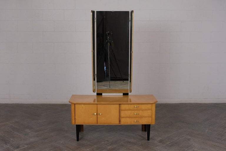 Modern Lacquered Finish Dressing Table, circa 1960s For Sale 1