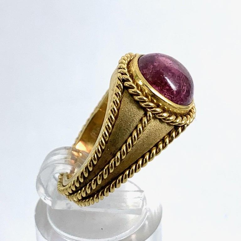 5 Carat Pink Tourmaline in Brushed 18 Karat Yellow Gold Signet Ring, circa 1970 For Sale 4
