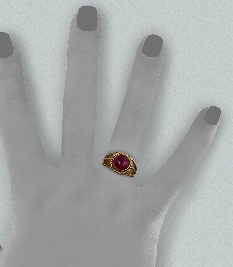 Contemporary 5 Carat Pink Tourmaline in Brushed 18 Karat Yellow Gold Signet Ring, circa 1970 For Sale