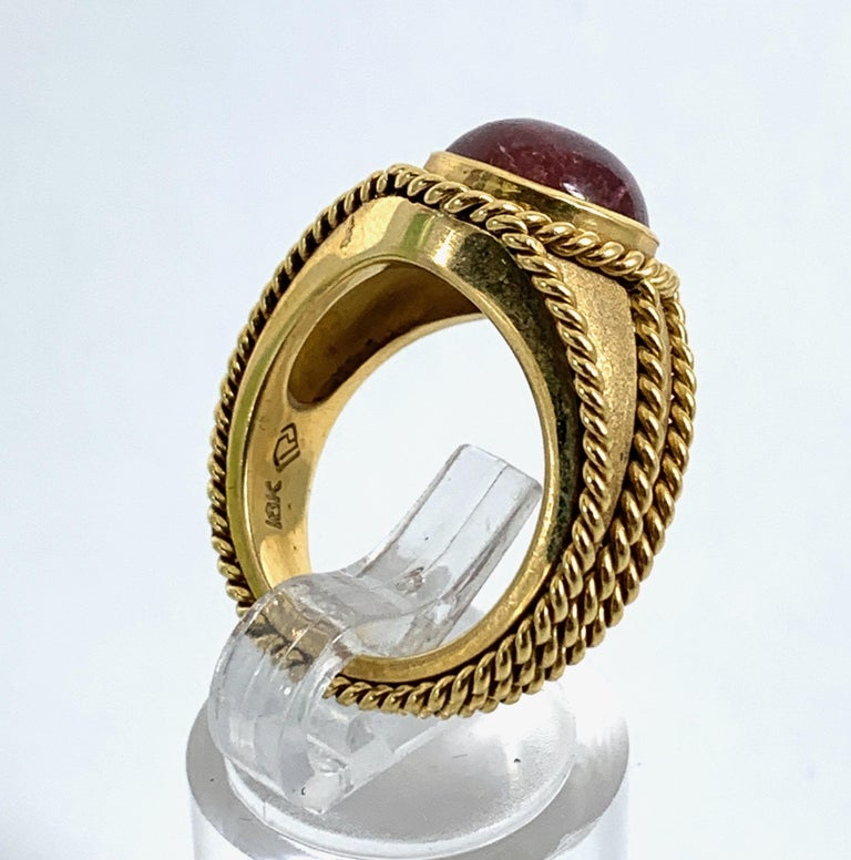 5 Carat Pink Tourmaline in Brushed 18 Karat Yellow Gold Signet Ring, circa 1970 For Sale 2