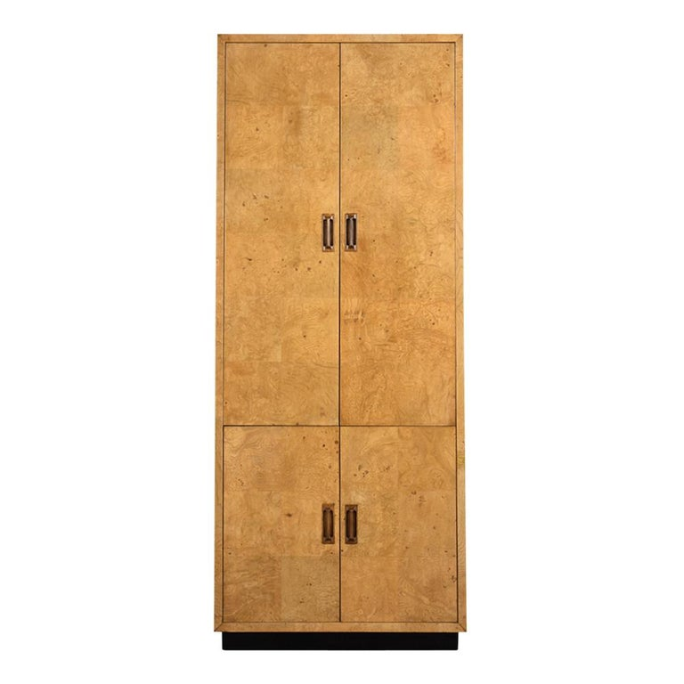 This vintage 1970s burled wardrobe by Henredon has been restored and features its original veneer finish in good condition. The Wardrobe also has two large doors on the top and two small on the bottom all of which have carved wood handles finish in