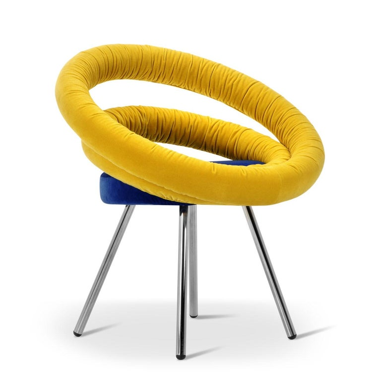 Inspired by the traditional hula hoop game, circle is a contemporary armchair with a metal frame. The back of circle is built with two concentric circles that, despite their appearance, are strong enough to support any body weight. Available colors: