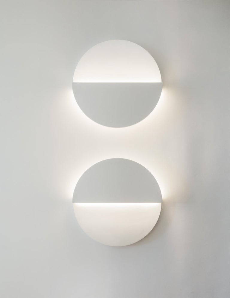 Circle Sconce in White Corian In New Condition For Sale In New York, NY