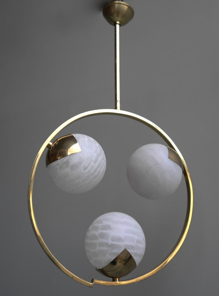 Mid-Century Modern Circle Shaped Opaline Glass and Brass Pendant, Italy, attrib to Stilnovo, 1960s For Sale