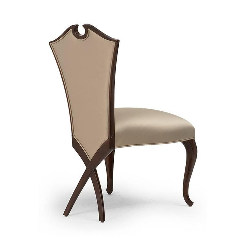 Circled Chair with Mahogany Structure and High Quality Fabric In Excellent Condition For Sale In Paris, FR