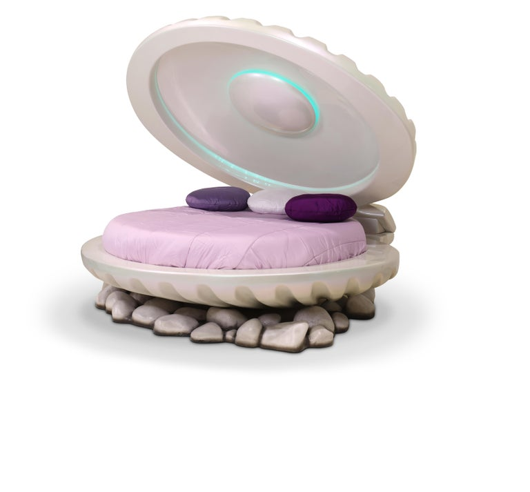 Little Mermaid is a shell bed, inspired by the Disney's princess Ariel and her undersea kingdom. This luxurious princess bed is a unique item that will highlight the decor of any little girl's room. Produced entirely in fiberglass, it seats atop