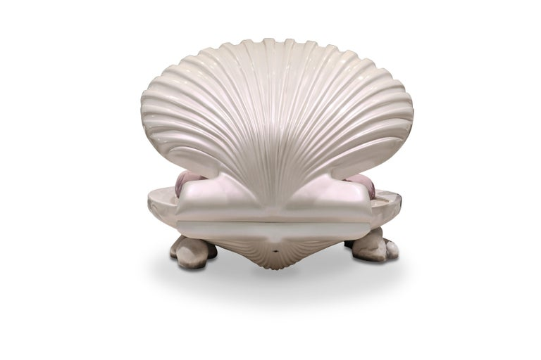 Little Mermaid Bed in Ivory with Shell Cover In New Condition For Sale In New York, NY