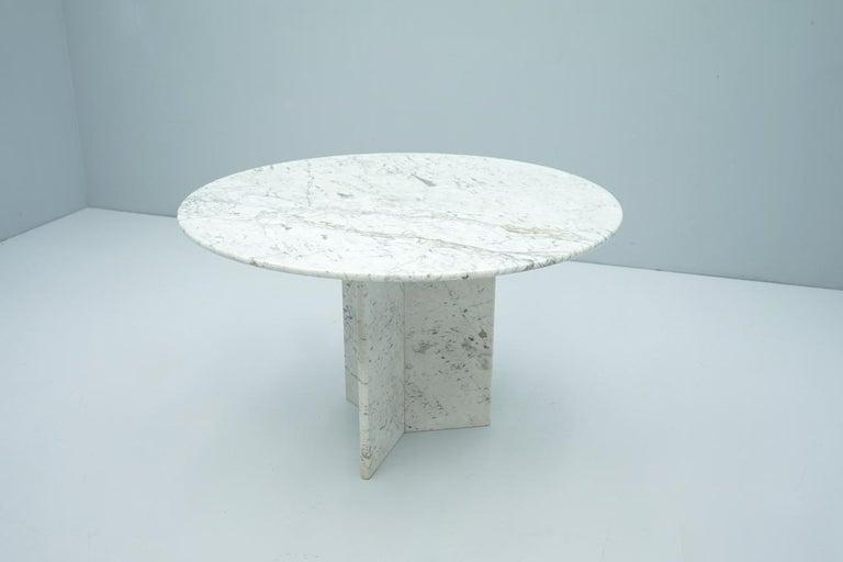Mid-Century Modern Circular Carrara Marble Dining Table, Italy, 1970s For Sale