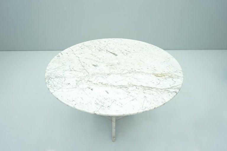 Italian Circular Carrara Marble Dining Table, Italy, 1970s For Sale