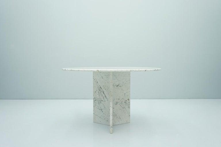 Circular Carrara Marble Dining Table, Italy, 1970s In Good Condition For Sale In Frankfurt / Dreieich, DE