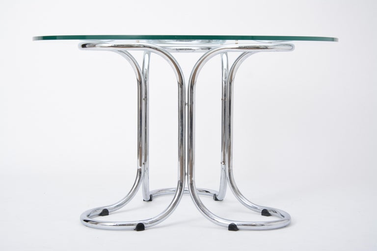 Italian Circular Mid-Century Modern Glass Table in the Style of Giotto Stoppino For Sale
