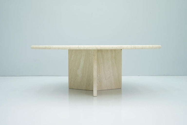 Circular travertine coffee table from the 1970s. Three-legged travertine base. Very good condition.