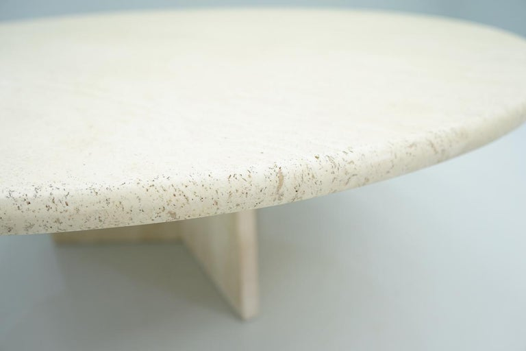 Circular Travertine Coffee Table, Italy, 1970s In Good Condition For Sale In Frankfurt / Dreieich, DE