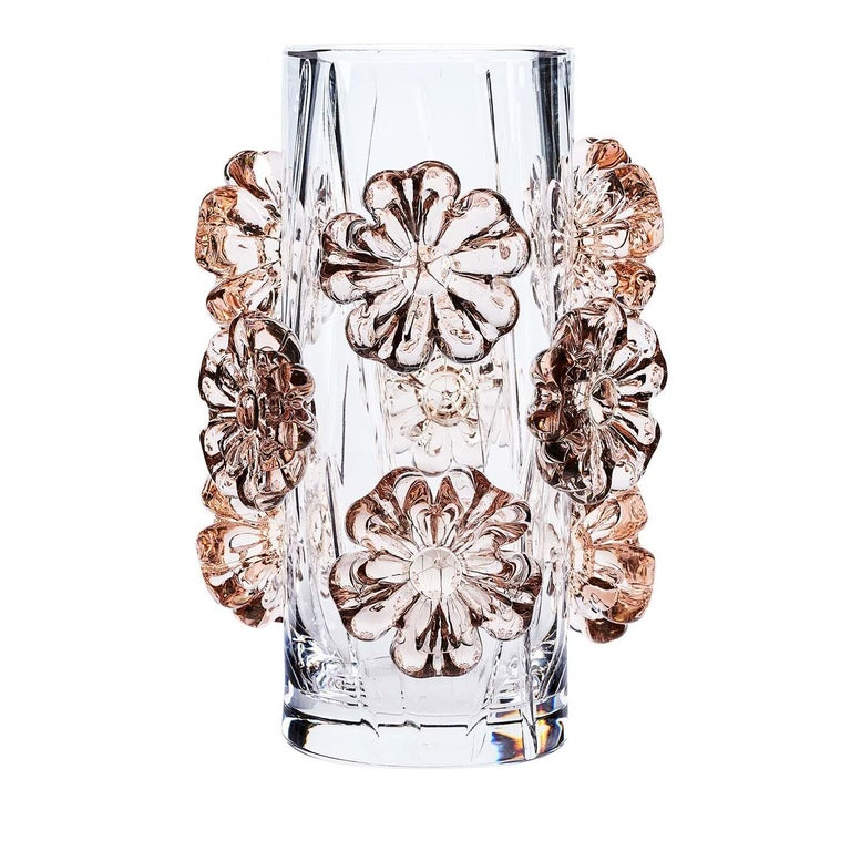 A celebration of the joys of spring, this delicate design will infuse charm and elegance into any interior. This one-of-a-kind piece was crafted entirely by hand using crystal with a PbO content of over 24%. Its transparent cylindrical body is