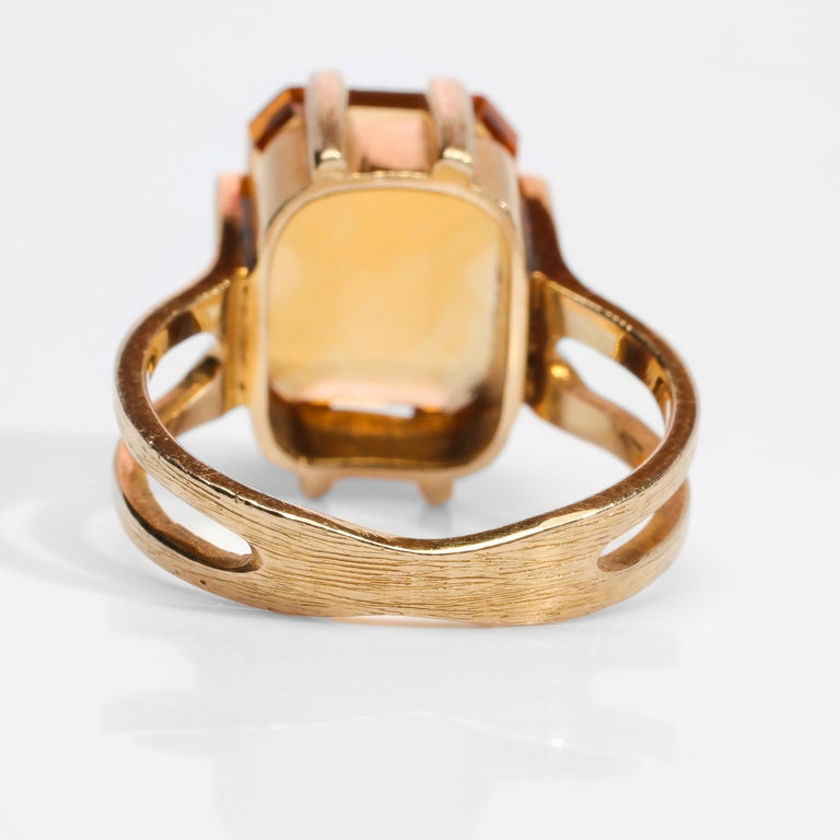 Women's or Men's Citrine Ring of Superior Quality and Depth Midcentury For Sale