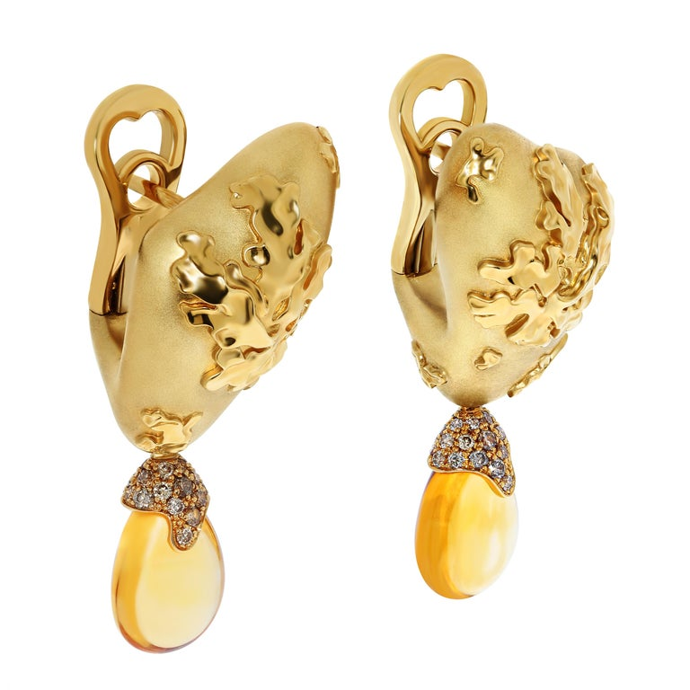Citrines 6.17 Carat Champagne Diamonds 18 Karat Yellow Gold Moss Earrings Moss is an amazing plant that grows in moist forests, does not take root and has no leaves. Moss is diverse in its color. Our Earrings are made in 18 Karat Yellow Gold. Two