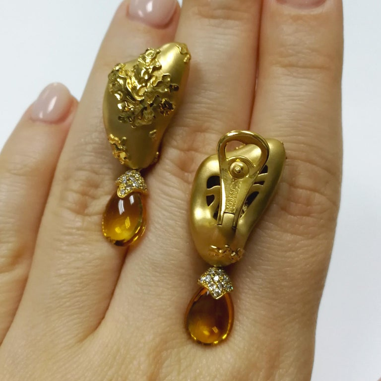 Citrines 6.17 Carat Champagne Diamonds 18 Karat Yellow Gold Moss Earrings In Excellent Condition For Sale In Bangkok, TH