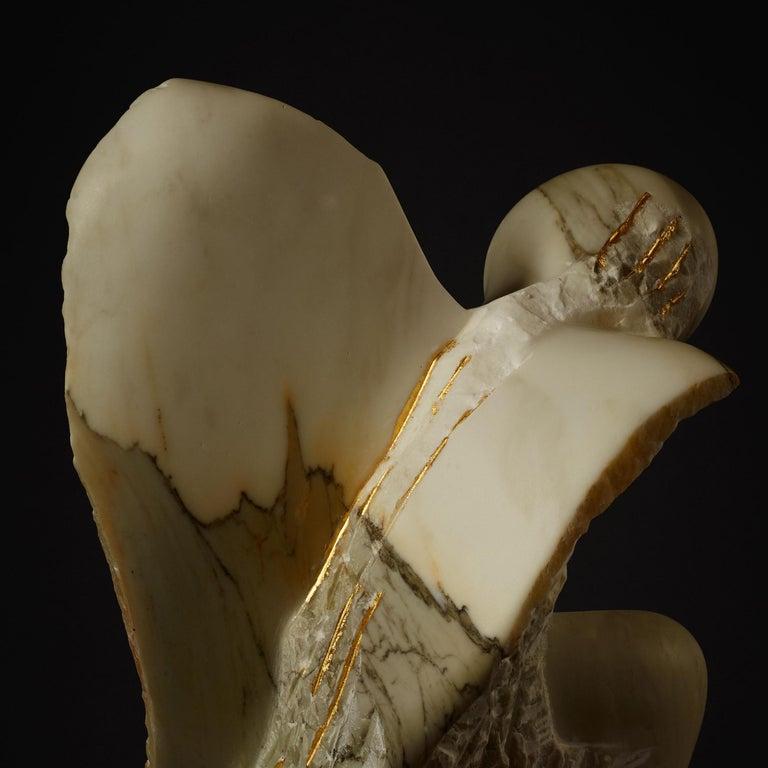 Allí d'Oro  - Gold Figurative Sculpture by Claire McArdle