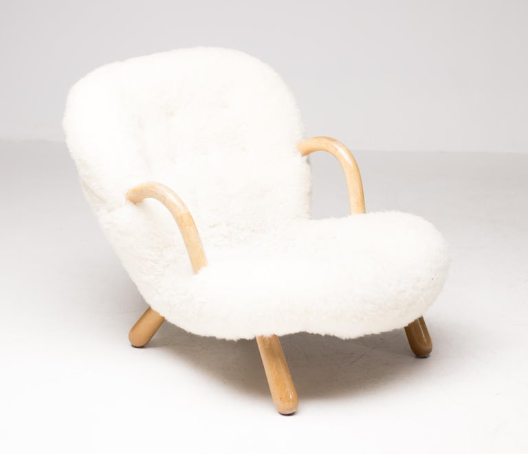 Low and wide lounge chair version in birch and sheepskin of this very comfortable 1940s chair designed by Philip Arctander. Produced circa 1945 by Nordisk Staal & Møbel Central. Great vintage condition.