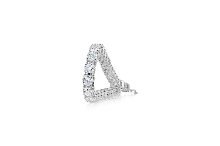 Round Cut Classic 12.00 Carat Diamonds Tennis Bracelet For Sale