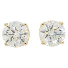 Classic 1.40 Carat Diamond Stud Earrings