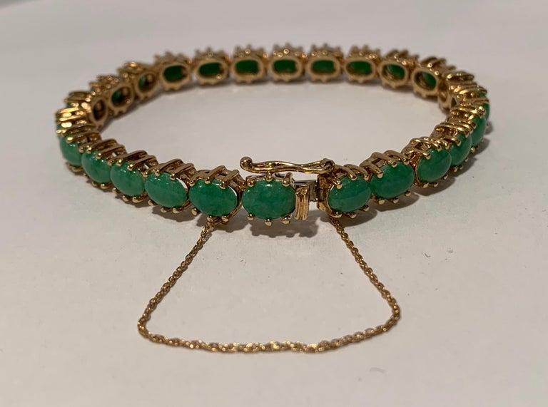 Classic 15.75 Carat Apple Green Jade Yellow Gold Cabochon Tennis Bracelet For Sale 7