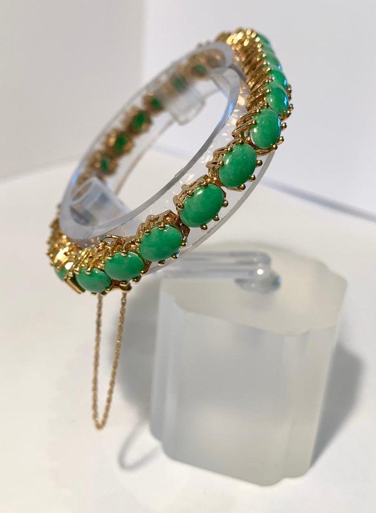 Classic 15.75 Carat Apple Green Jade Yellow Gold Cabochon Tennis Bracelet For Sale 8