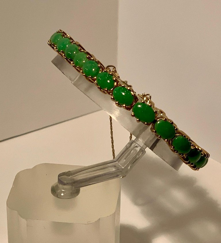 Classic 15.75 Carat Apple Green Jade Yellow Gold Cabochon Tennis Bracelet For Sale 9