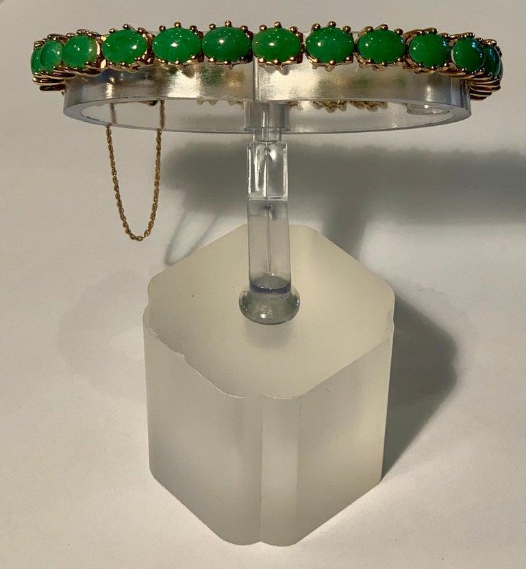 Classic 15.75 Carat Apple Green Jade Yellow Gold Cabochon Tennis Bracelet For Sale 10