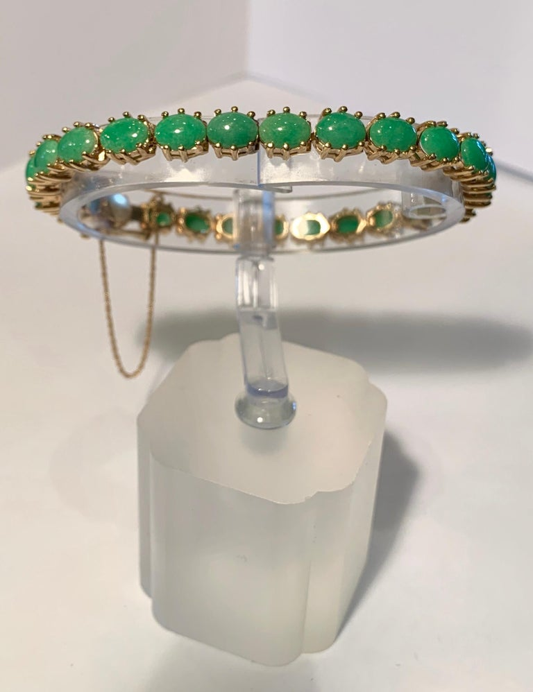 Contemporary Classic 15.75 Carat Apple Green Jade Yellow Gold Cabochon Tennis Bracelet For Sale