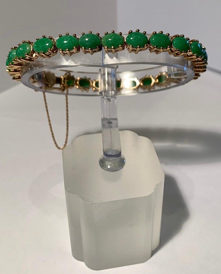 Classic 15.75 Carat Apple Green Jade Yellow Gold Cabochon Tennis Bracelet For Sale 1