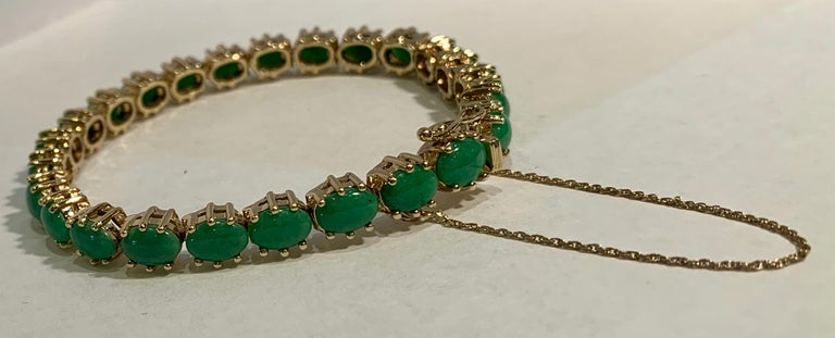 Oval Cut Classic 15.75 Carat Apple Green Jade Yellow Gold Cabochon Tennis Bracelet For Sale