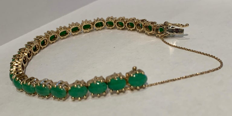 Classic 15.75 Carat Apple Green Jade Yellow Gold Cabochon Tennis Bracelet In Good Condition For Sale In Tustin, CA